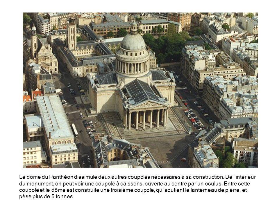 Le dôme du Panthéon dissimule deux autres coupoles nécessaires à sa construction. De l'intérieur du monument, on peut voir une coupole à caissons, ouv