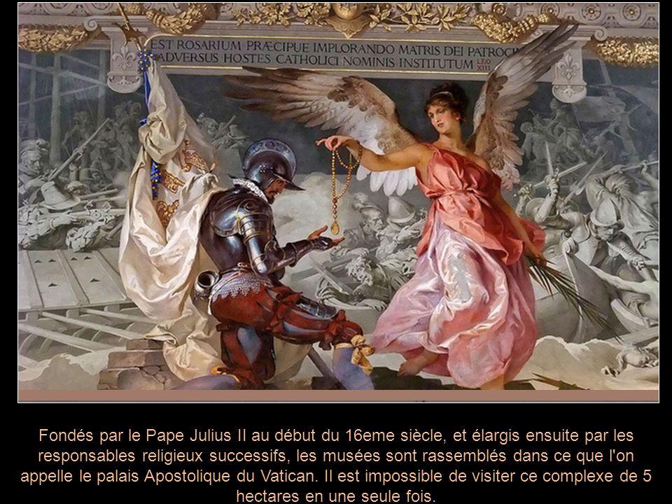 Fondés par le Pape Julius II au début du 16eme siècle, et élargis ensuite par les responsables religieux successifs, les musées sont rassemblés dans c