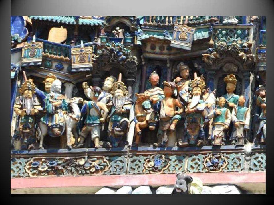 En un monastère chinois, à Hué, la profusion typiquement prolifique des personnages mythiques