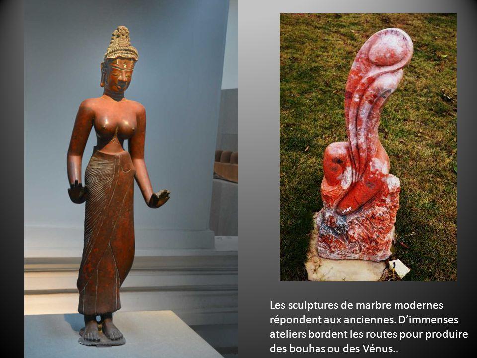Les sculptures de marbre modernes répondent aux anciennes.