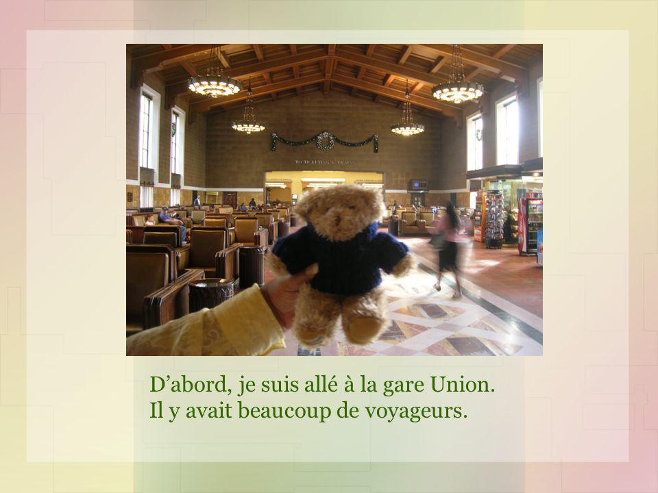Dabord, je suis allé à la gare Union. Il y avait beaucoup de voyageurs.