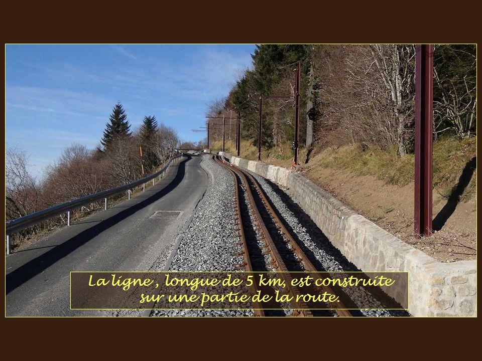 En 15 minutes, à 20 km/h, les Puydomistes* se retrouveront au sommet. *Puydomistes: voyageurs voulant atteindre le sommet !