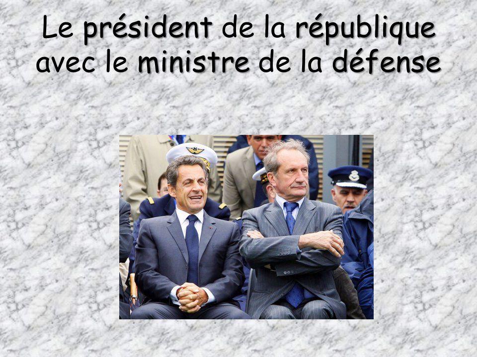 présidentrépublique ministredéfense Le président de la république avec le ministre de la défense