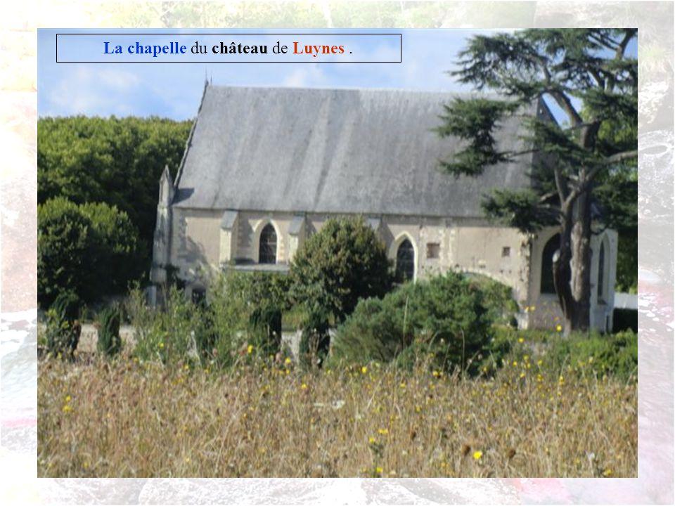 Depuis le haut de la colline on aperçoit le château de Luynes qui nest pas ouvert pour les journées du patrimoine.