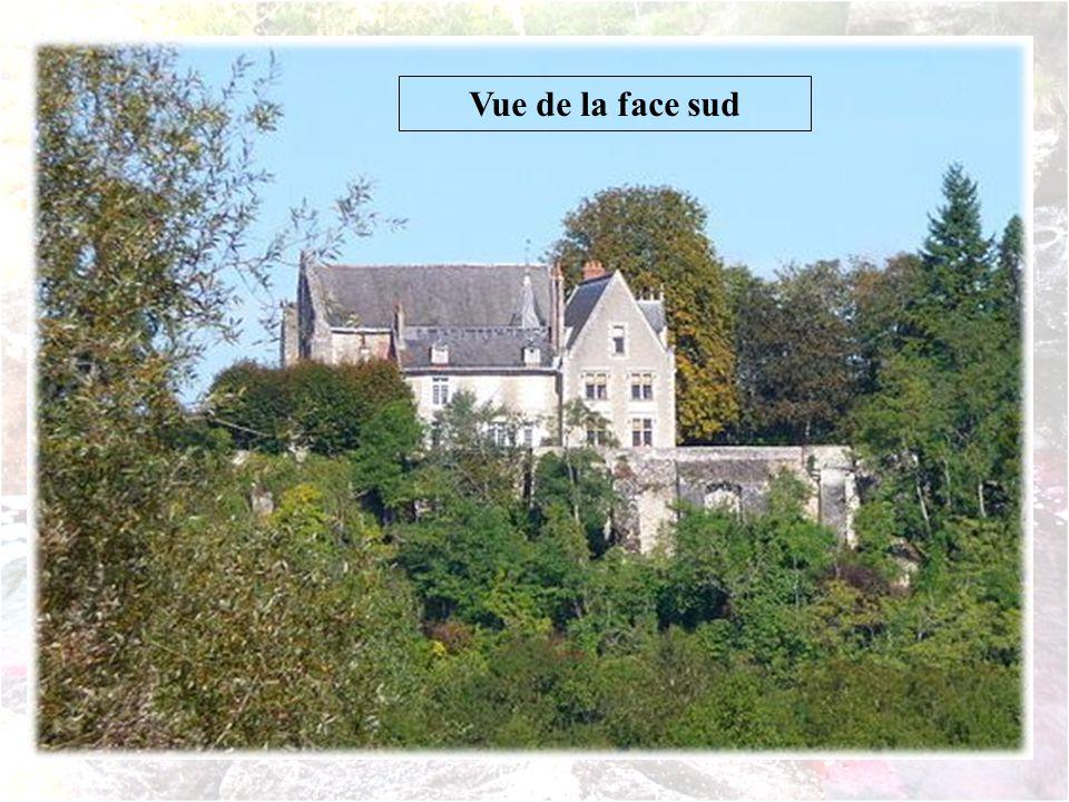 Situé sur le coteau dominant la Loire, à lemplacement dun ancien habitat gallo-romain, le prieuré est attesté dès le VIe siècle. Hardouin de Maillé le