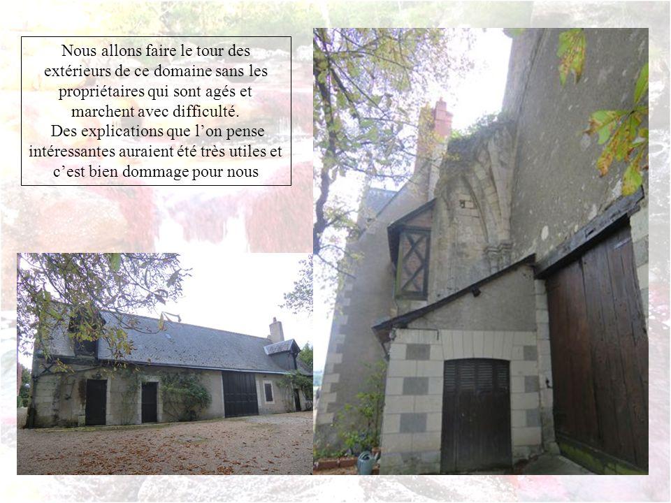 La construction de Champroux remonte probablement au XVIIe siècle Le logis principal ouvre au sud sur un jardin à langlaise du XVIIIe et au nord sur la campagne couverte de blé roux (doù son nom champs roux)et sur laqueduc romain.