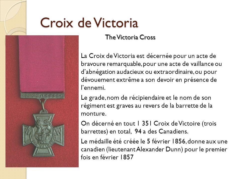 Croix de Victoria La Croix de Victoria est décernée pour un acte de bravoure remarquable, pour une acte de vaillance ou dabnégation audacieux ou extraordinaire, ou pour dévouement extrême a son devoir en présence de lennemi.