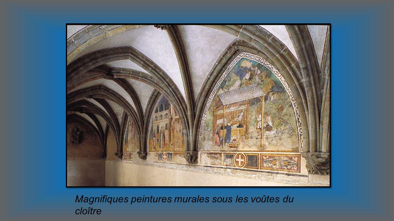 Attenant à léglise abbatiale d Abondance, le cloître darchitecture gothique Exposition de lHistoire de lAbbaye collection dobjets liturgiques et sacré