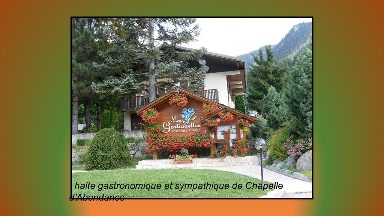 La Chapelle veille sur les montagnes environnantes