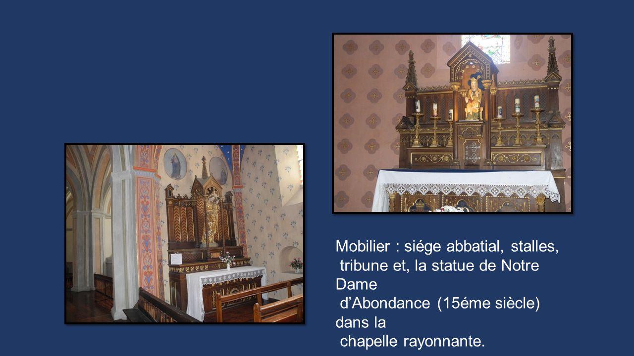 Mobilier : siége abbatial, stalles, tribune et, la statue de Notre Dame dAbondance (15éme siècle) dans la chapelle rayonnante.