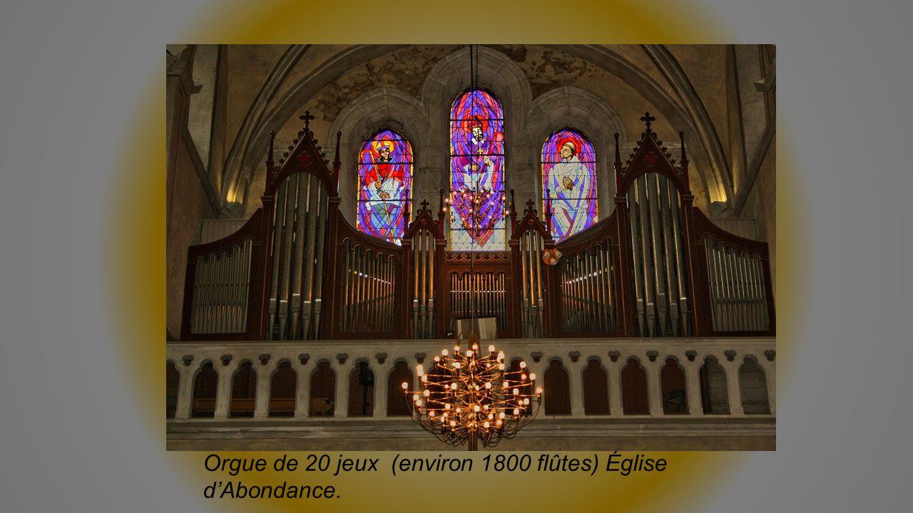 Orgue de 20 jeux (environ 1800 flûtes) Église dAbondance.