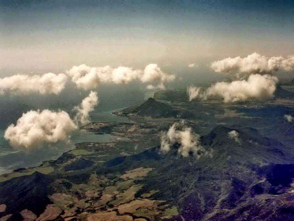 Comparée à sa voisine, l île de la Réunion, l île Maurice a un relief peu accidenté.