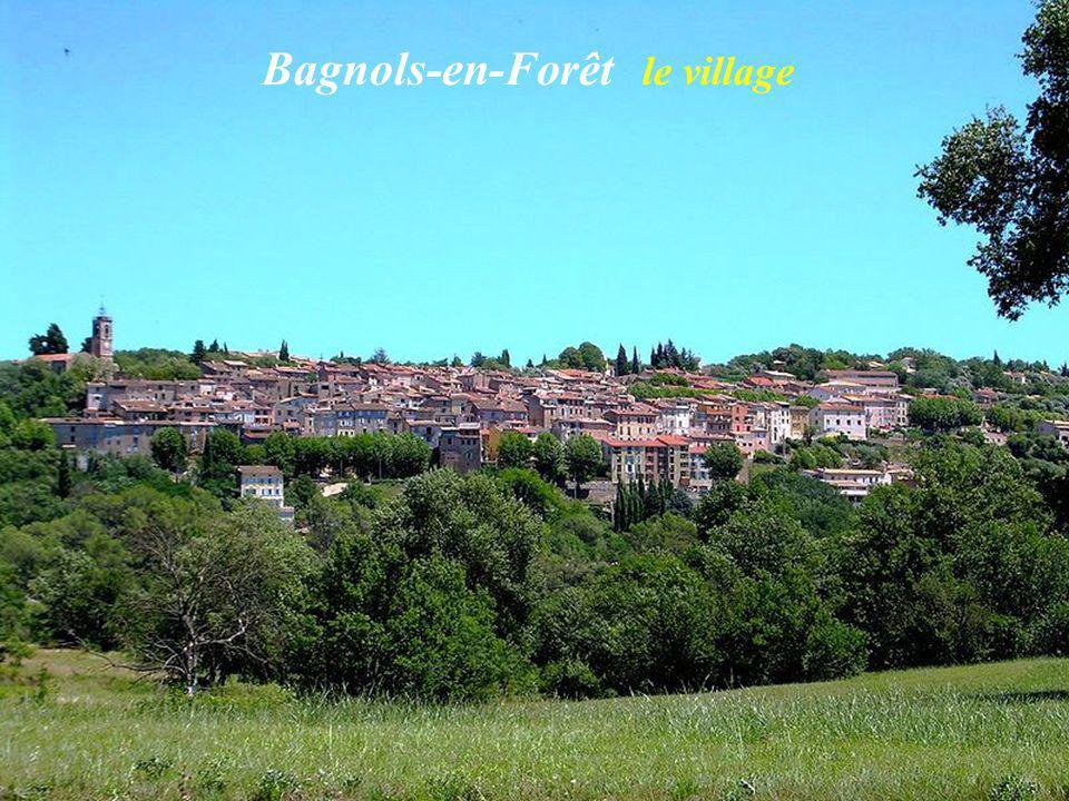 Les Arcs-sur-Argens Le village Porte du Réal