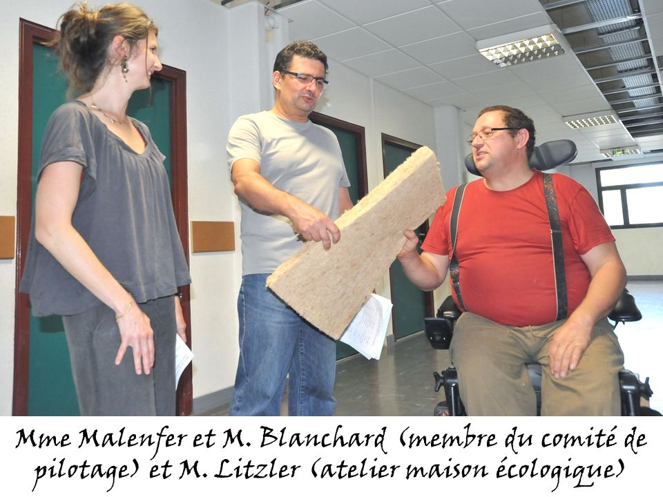 Mme Malenfer et M. Blanchard (membre du comité de pilotage) et M. Litzler (atelier maison écologique)