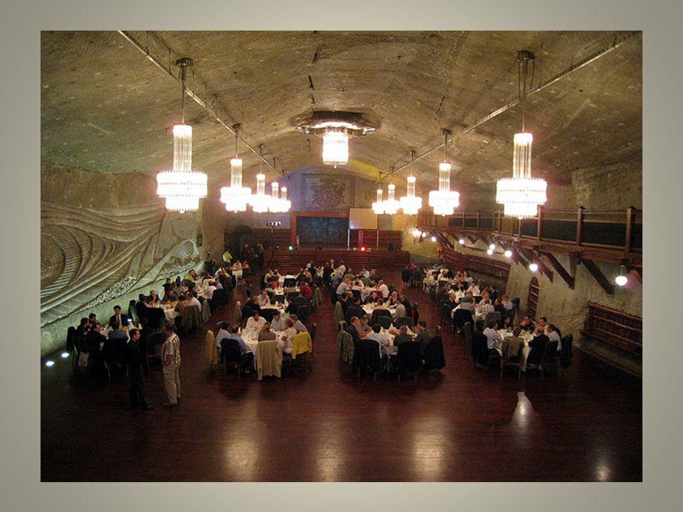 Beaucoup de visiteurs ayant à lesprit le sel quils utilisent pour leurs repas simaginent que les autres parties de la mine vont ressembler aux lustres