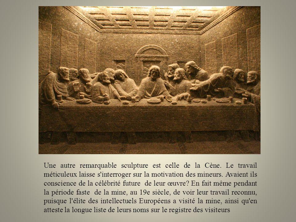 Les sculptures à caractère religieux sont l'attrait majeur pour le visiteur, surtout en raison de leur extraordinaire conformité avec la culture chrét