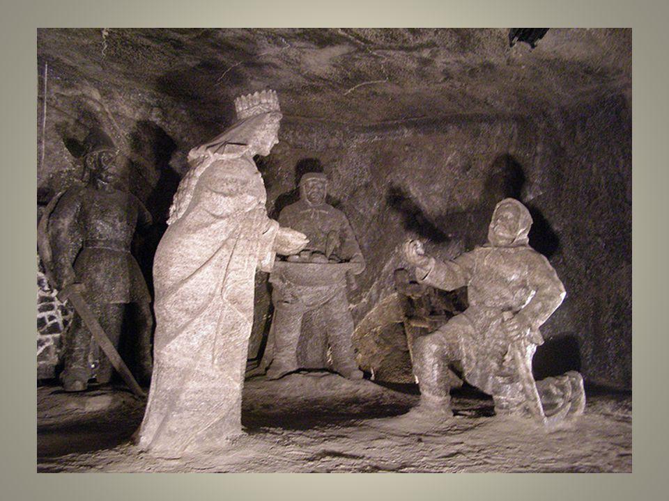 Ces bas-reliefs sont peut-être parmi les plus marquants de la communauté Chrétienne,. Il est toutefois assez surprenant que le site soit classé depuis