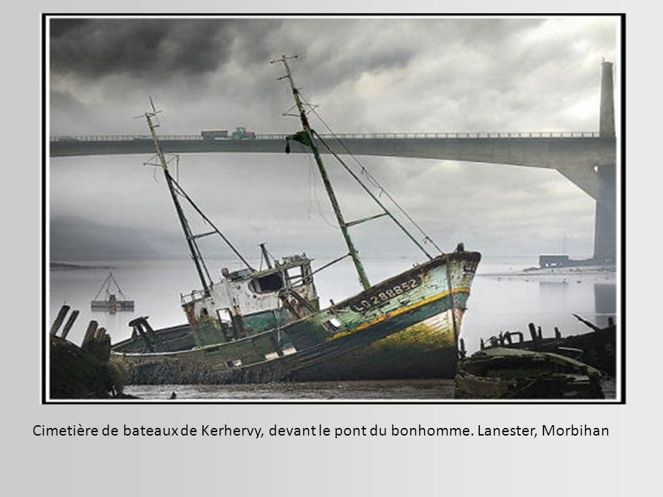Cargo échoué sur la plage de Skikda, sur le littoral est de l'Algérie.