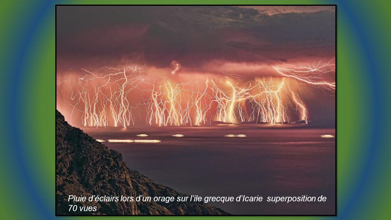 Séquence électrique, assemblage dimages lors dun orage à Athènes Cliché de Chris Kotsiopoulos