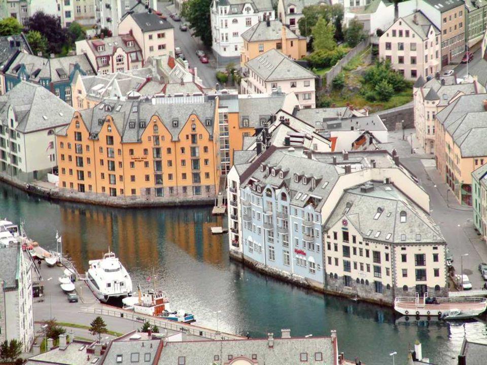 ALESUND Ålesund est une ville dans la province de Møre og Romsdal, en Norvège.