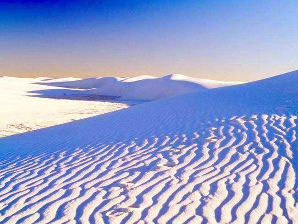 La neige est belle La neige est belle. Ô pâle, ô calme vierge, Salut ! Ton char de glace est traîné par des ours, Et les cieux assombris tendent sur s