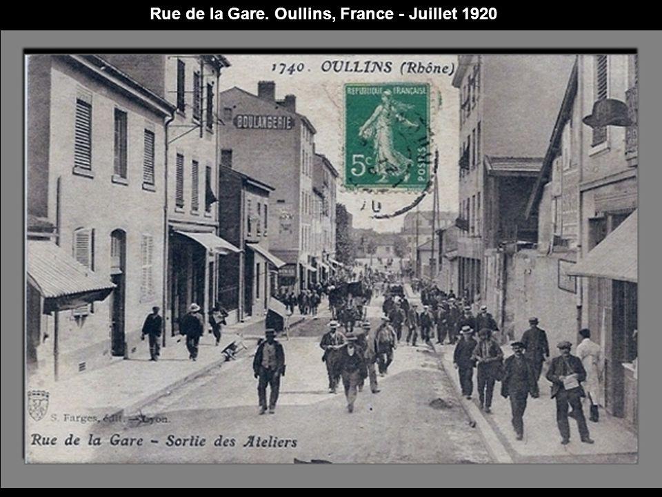 Rue de Paris. Bort-les-Orgues, France - Juillet 1920