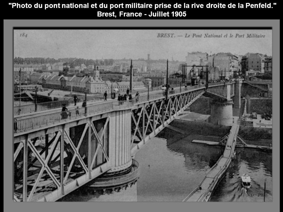 Photo du pont national et du port militaire prise de la rive droite de la Penfeld. Brest, France - Juillet 1905