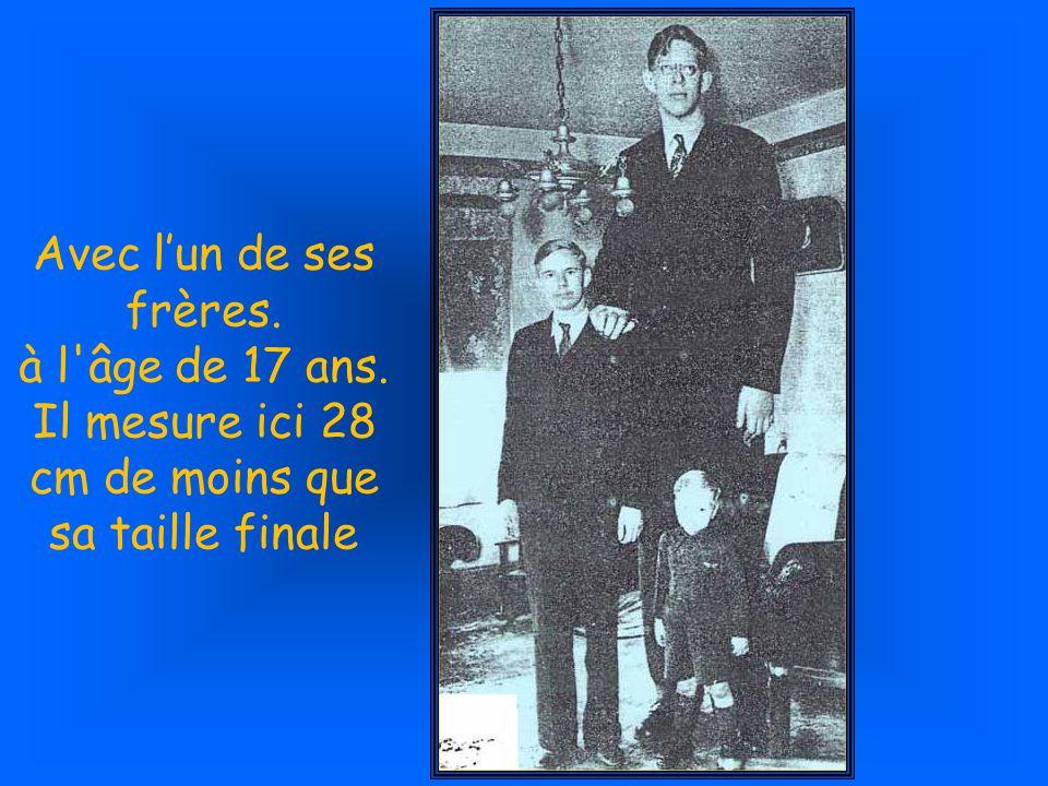 Robert à l âge de 14 ans et 2.24 m.avec son ami L.A.