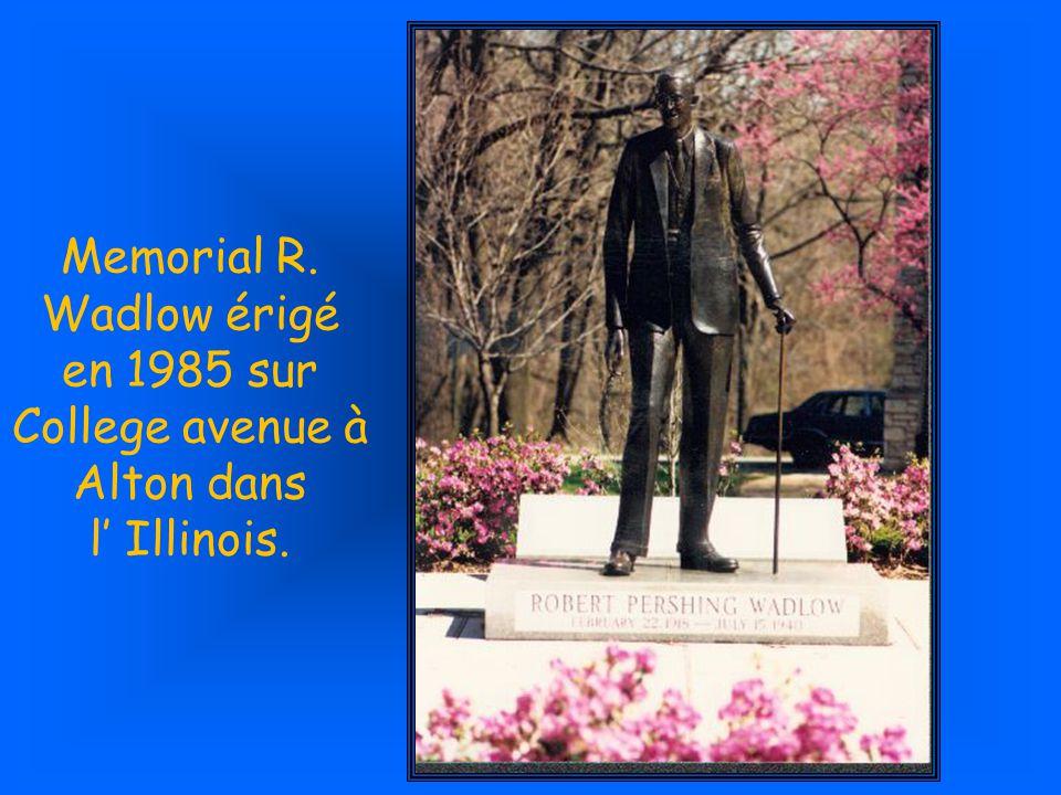 Son tombeau dans sa ville natale est à son image, cest la plus haute pierre tombale du cimetière...