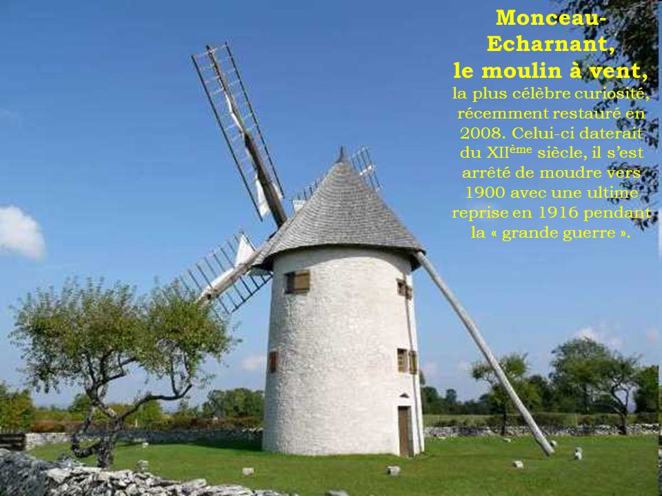 Château de la Rochepot a été construit au XIII éme siècle sur une butte calcaire au nord du village de La Rochepot.
