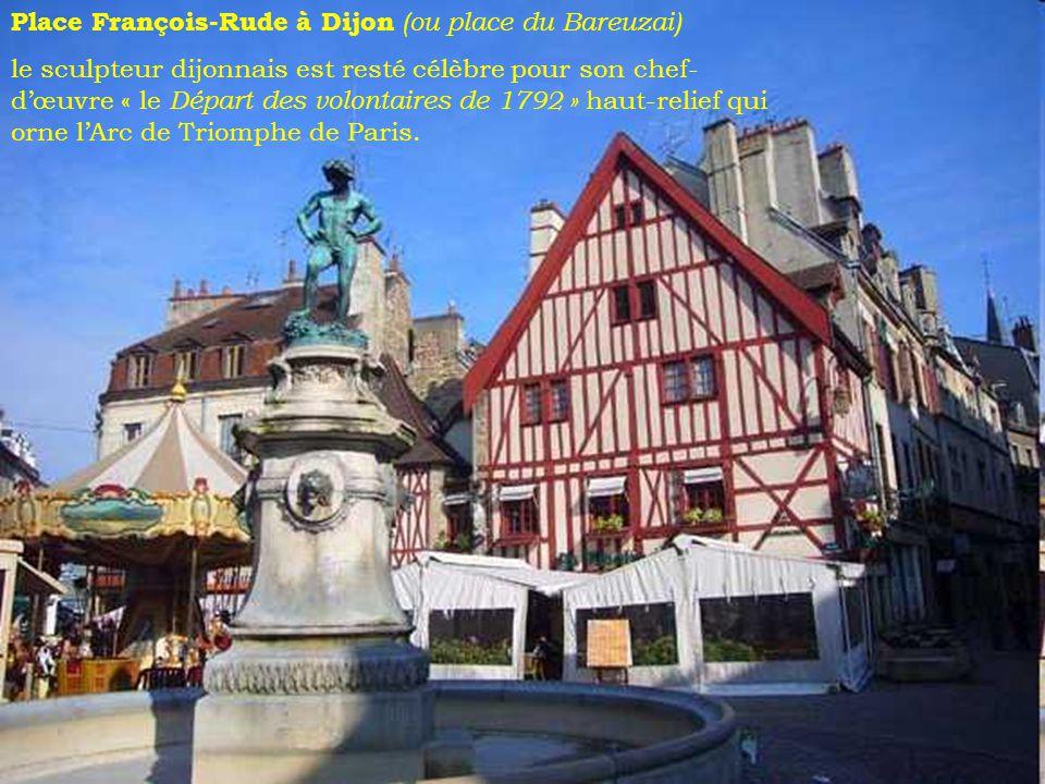 Place François-Rude à Dijon (ou place du Bareuzai) le sculpteur dijonnais est resté célèbre pour son chef- dœuvre « le Départ des volontaires de 1792 » haut-relief qui orne lArc de Triomphe de Paris.