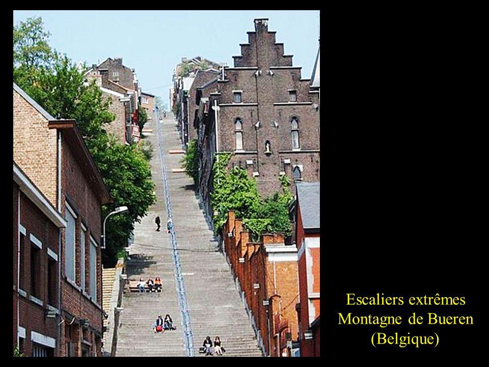 Escaliers extrêmes San Juan de Gaztelugatxe (Espagne).
