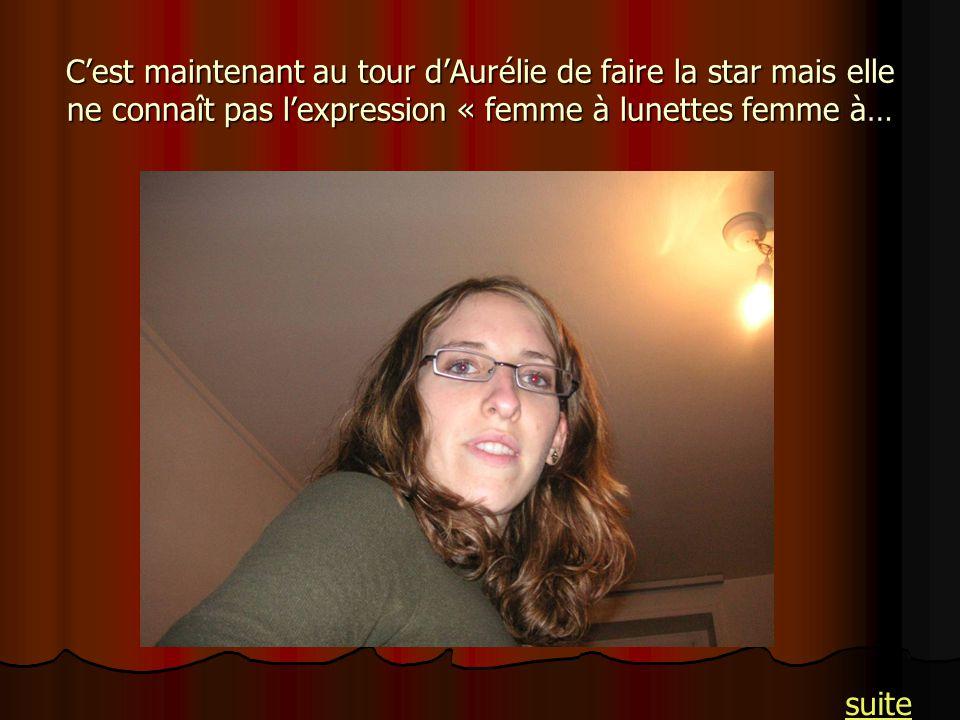 Cest maintenant au tour dAurélie de faire la star mais elle ne connaît pas lexpression « femme à lunettes femme à… suite