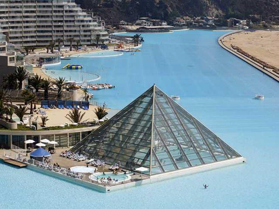 Réaliser cette piscine a nécessité un investissement de 3,5 millions de dollars, soit environ 2,4 millions d'euros, selon le constructeur Crystal Lago