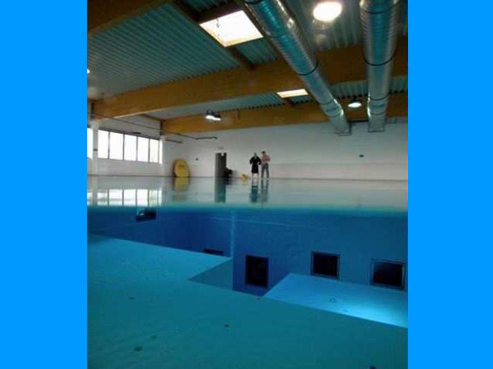 Cette piscine, située à Bruxelles en Belgique, est la plus profonde du monde. Elle permet la pratique de la plongée, avec une descente allant jusqu'à