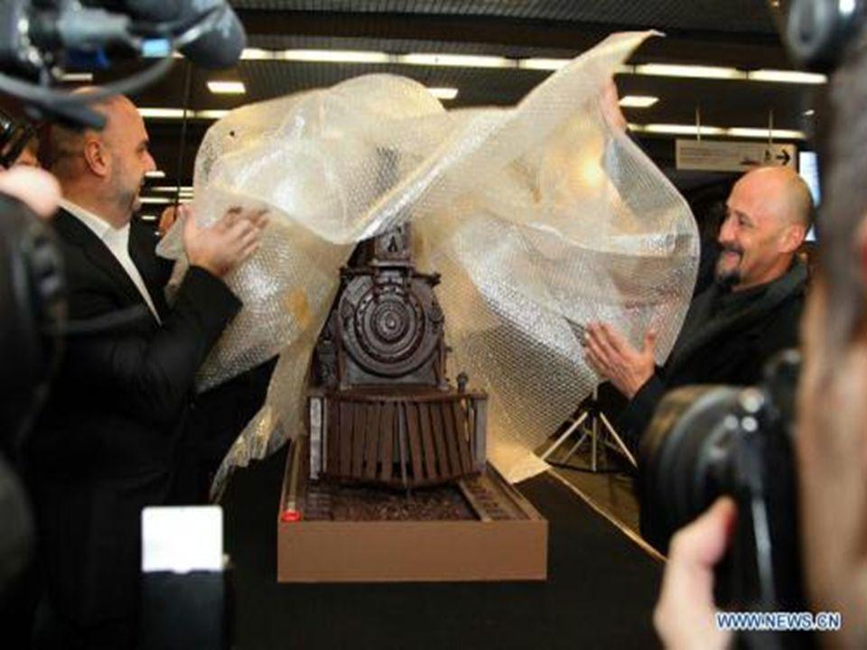 Dans le cadre de la semaine du chocolat à Bruxelles, Andrew Farrugia ( Maître chocolatier) a présenté son œuvre. Le plus grand train au monde, élaboré