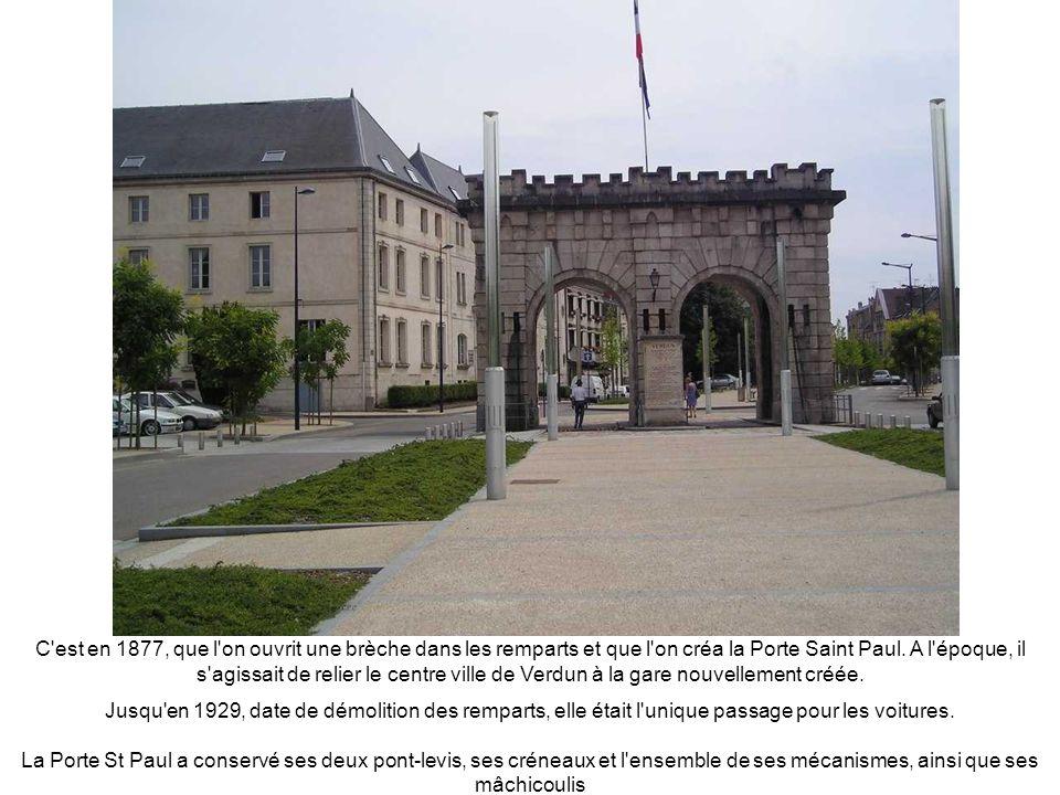 PORTE CHAUSSEE Principale porte de la ville donnant sur le plus grand pont, la