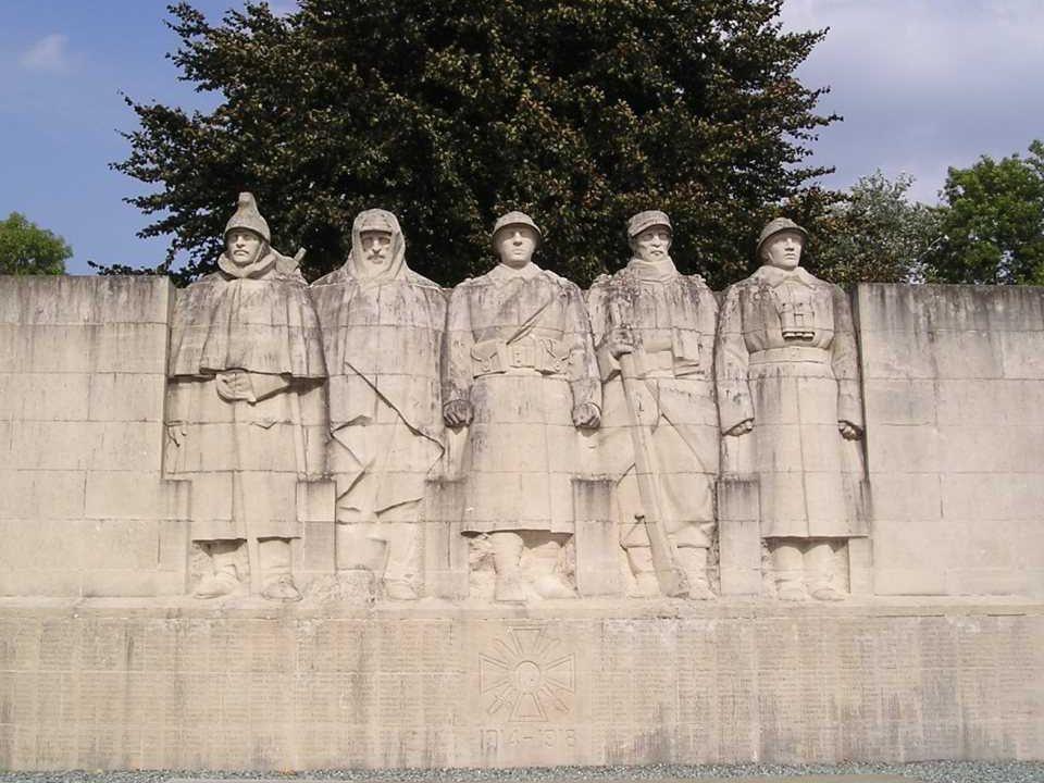 Monument aux Morts Les Cinq Soldats