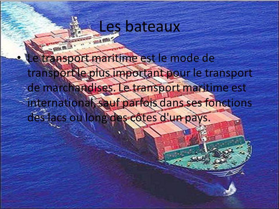 Les bateaux Le transport maritime est le mode de transport le plus important pour le transport de marchandises. Le transport maritime est internationa