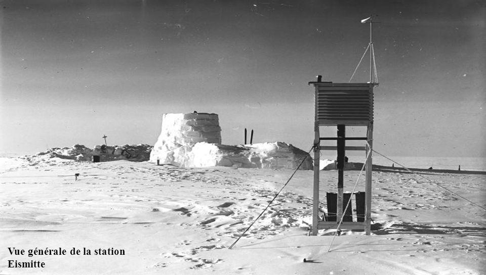 Eismitte, Groenland Situé au Groenland, Eismitte est appelé l'endroit le plus froid sur terre où les gens se tournent de super congélation et la vie d