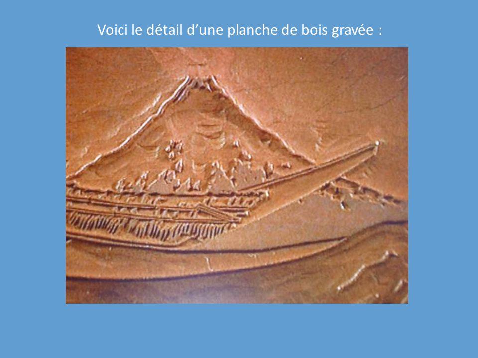 Voici le détail dune planche de bois gravée :