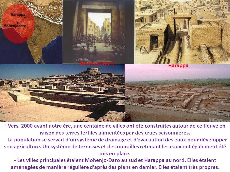 - Vers -2000 avant notre ère, une centaine de villes ont été construites autour de ce fleuve en raison des terres fertiles alimentées par des crues sa