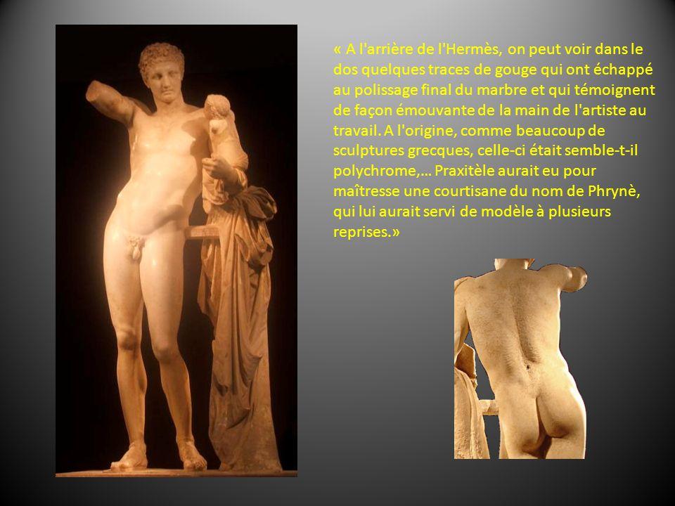 « A l arrière de l Hermès, on peut voir dans le dos quelques traces de gouge qui ont échappé au polissage final du marbre et qui témoignent de façon émouvante de la main de l artiste au travail.