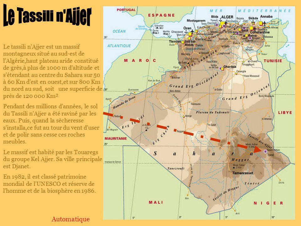 Le tassili nAjjer est un massif montagneux situé au sud-est de lAlgérie,haut plateau aride constitué de grès,à plus de 1000 m daltitude et sétendant au centre du Sahara sur 50 à 60 Km dest en ouest,et sur 800 Km du nord au sud, soit une superficie de près de 120 000 Km² Pendant des millions dannées, le sol du Tassili nAjjer a été raviné par les eaux.