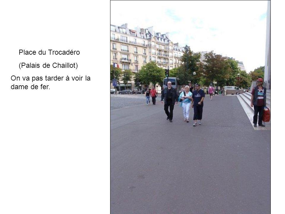 Place du Trocadéro (Palais de Chaillot) On va pas tarder à voir la dame de fer.