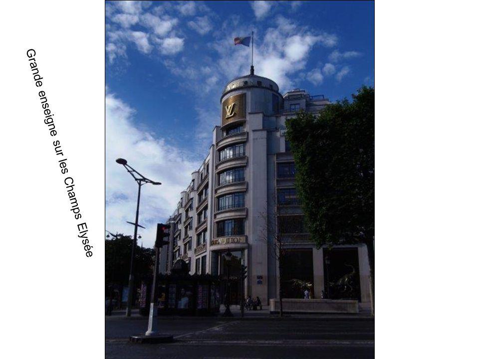 Francis.Carinne Marcel Sur les Champs Elysée Arc de Triomphe