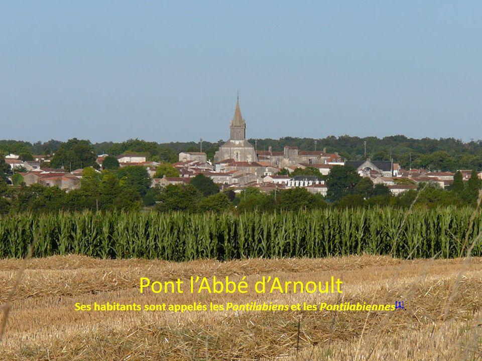 Pont lAbbé dArnoult Ses habitants sont appelés les Pontilabiens et les Pontilabiennes [1]. [1]