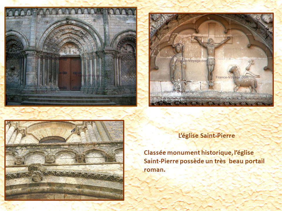 Léglise Saint-Pierre Classée monument historique, léglise Saint-Pierre possède un très beau portail roman.
