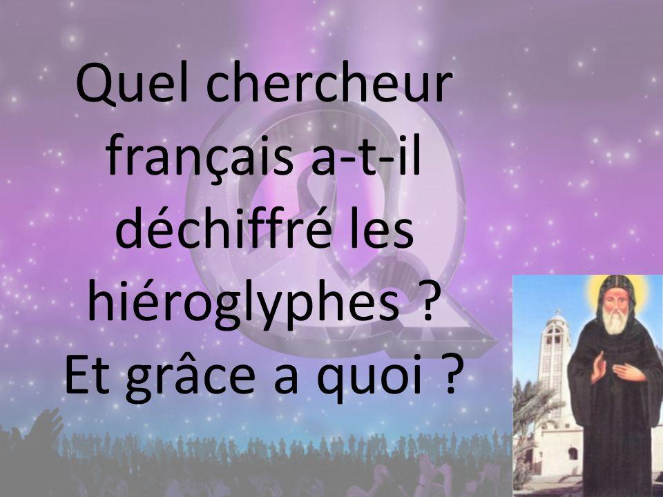 Quel chercheur français a-t-il déchiffré les hiéroglyphes ? Et grâce a quoi ?