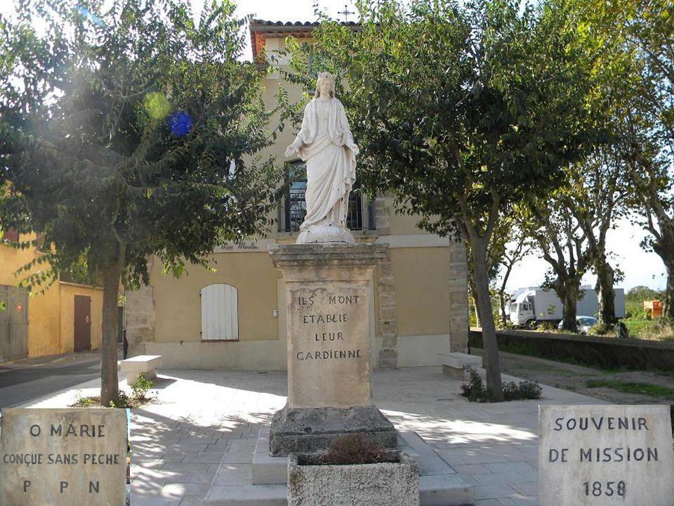 Le clocher de léglise St Césaire, vu du perron de la mairie( cause manège )
